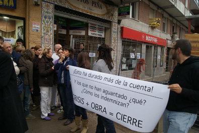 Los comerciantes y vecinos de Pío XII salen a la calle para pedir indemnizaciones por las obras