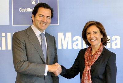 La consejera de Fomento se re�ne con el consejero de Transportes de la Comunidad de Madrid.  (Foto: LVDT)