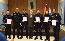 Diplomas para poner colofón al Curso de Defensa Policial