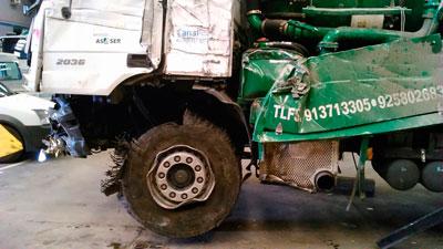 Un camión de una empresa talaverana vuelca en la A-5 y su conductor pierde el brazo izquierdo