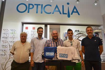 Opticalia, patrocinador del CF Talavera, acoge la presentación de Christian Perales y Diego Martínez