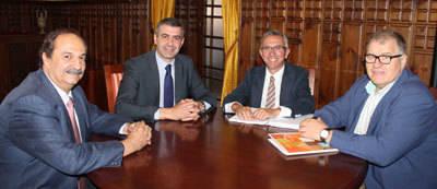 Álvaro Gutiérrez se reúne con los representantes de la Asociación de Hostelería y Turismo de Toledo