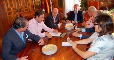 Ayuntamiento y APOVATA abordan la modificación de la Ley del Catastro