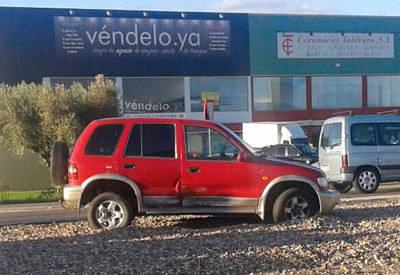 Un accidente en el Polígono Industrial de Cazalegas entre dos vehículos deja una herida leve