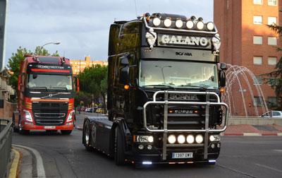 Los gigantes del asfalto pasan por Talavera a beneficio de la AECC