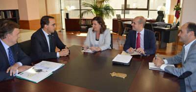 Globalcaja ofrece a la Consejería su colaboración en la prefinanciación para los ayuntamientos del Plan Extraordinario por el Empleo