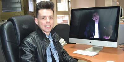 Alex Arenas, el compositor, productor y cantante autodidacta