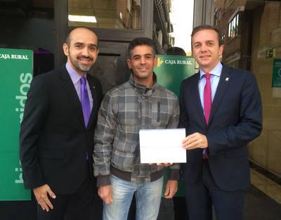 Caja Rural entrega dos 'IPAD Air 2' a clientes