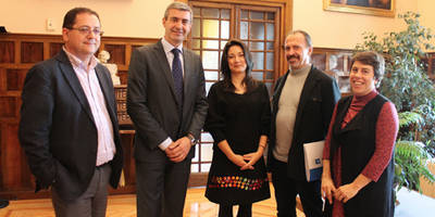 Álvaro Gutiérrez conoce las actividades de la ONG Movimiento por la Paz