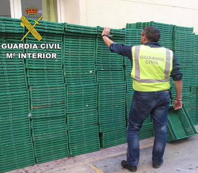 Detenidos por sustraer 600 cajas para transportar fruta