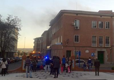 Desalojan el centro de salud Talavera Centro al producirse un pequeño incendio en un almacén (VIDEO)
