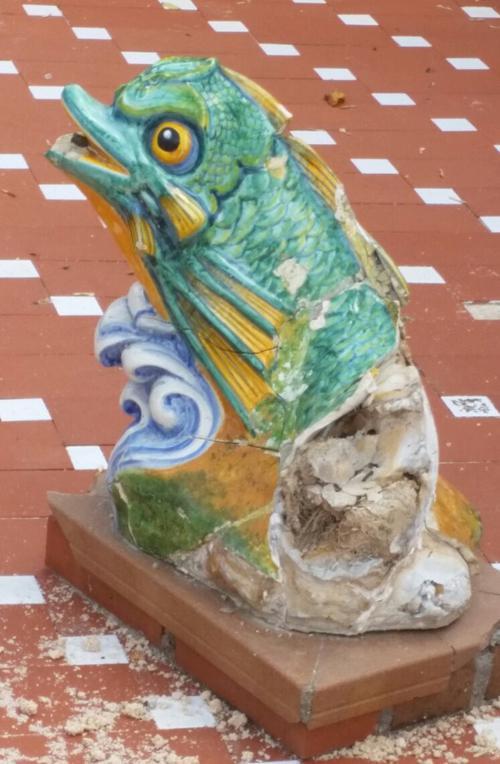 El vandalismo destroza la imagen del emblemático estanque de los patos en los Jardines del Prado