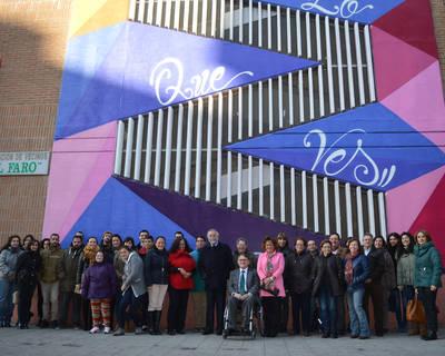 El Centro Social de la Mujer luce nuevo graffiti