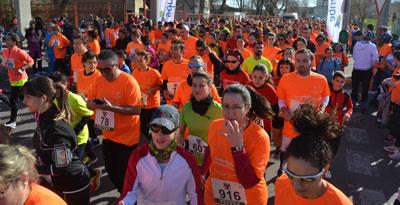 Un millar de corredores salen a la calle por la igualdad de género