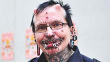 Dubai niega la entrada al país a un hombre con 453 piercings