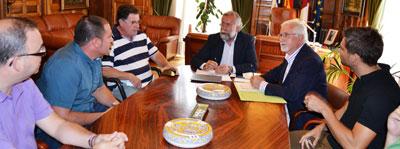 Ramos invita a la fusión entre los dos colectivos de taxistas