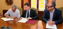 El alcalde firma con Bahamontes el patrocinio municipal para la celebración de la XLIX Vuelta Ciclista Internacional a Toledo