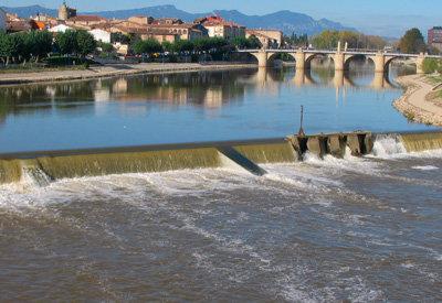 Aragón se enfrenta a Cospedal por el Ebro