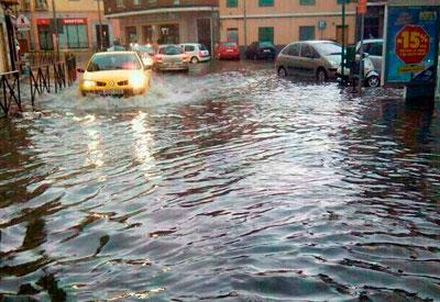 Las calles de Talavera amanecen inundadas por las intensas lluvias de tormenta