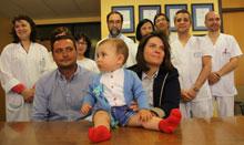 El bebé operado en Mancha Centro, mientras seguía unido al cordón umbilical, está en perfecto estado