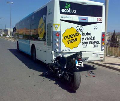 Un motorista resulta herido en un accidente