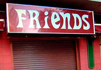 Jacinto Bravo, gerente del Bar Friends, se recupera en casa tras la agresión sufrida en su local