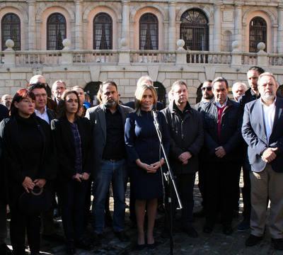 Toledo se concentra para condenar el terrorismo