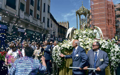 Masiva procesión de Corpus Christi en Talavera