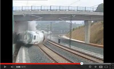 �VIDEO: Momento del descarrilamiento del tren de Santiago de Compostela captado por las c�maras de seguridad de las v�as