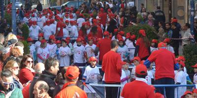 La calle San Francisco se llena de tenistas para celebrar la décimo-tercera edición del Día de la Raqueta