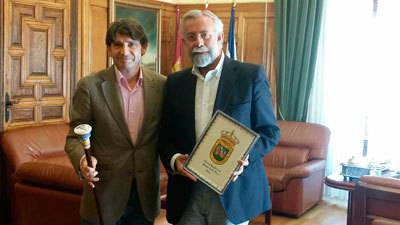Talavera y Arenas de San Pedro buscan estrechar lazos en pro de sus comunicaciones o sanidad