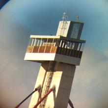 Uno de los tirantes del puente de la Ronda del Tajo aparece sin camisa en la parte del anclaje