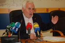 Gil (PSOE) pide que se paralicen las obras del Urban 10+4 en las Plazas del Salvador y de San Miguel