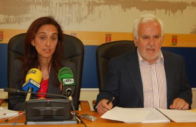 Gil denuncia que la Diputación ha aprobado el mismo convenio para El Salvador que en 2013