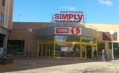 Los 30 trabajadores del supermercado Simply llegan a un acuerdo con la empresa antes de su cierre