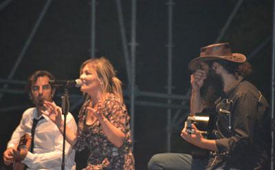 Música íntima para un público multitudinario en el concierto de Amaia Montero en Talavera