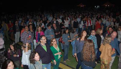 Más de mil personas contribuyen con el concierto solidario en beneficio de Bangladesh