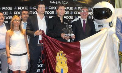 Lurueña recibe el Premio 'Mancha de Oro' de manos del consejero Marcial Marín