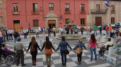 Cordón humano en Talavera para mejorar la calidad de vida de las personas con Esclerosis Múltiple