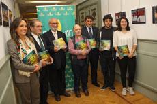 """La Fundación Caja Rural CLM y la Biblioteca regional presentan el libro-CD recopilatorio """"Pasión por leer, pasión por crear 2013-2014"""""""