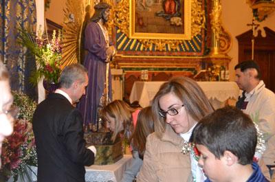 Fieles peregrinos al besapié del Cristo de Medinaceli