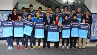 Ramos recibe a una delegación japonesa de fútbol sala, el Azvert Fujisawa
