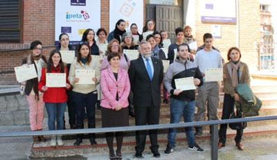 Ramos entrega los diplomas del programa Urban 'Aprende Trabajando'