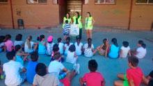 Enfermeras del Área de Talavera enseñan hábitos de vida saludables en los campamentos urbanos