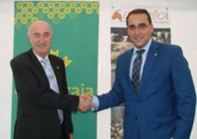 Globalcaja y Uniproca apuestan por el desarrollo de la leche de cabra de Castilla-La Mancha