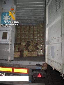 La Guardia Civil detiene a dos hombres por robar la carga de un camión en Tembleque