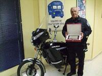 El agente Isidoro Muñoz recibe un homenaje por sus 40 años en la Policía Local de Talavera