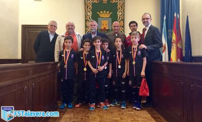 Los benjamines campeones de España de Fútbol Sala son recibidos por el alcalde en el Ayuntamiento