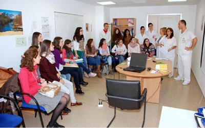 Alumnos de Terapia Ocupacional participan en los talleres sobre Ictus en el Hospital de Talavera de la Reina
