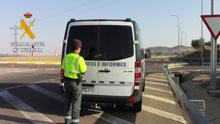 La Guardia Civil imputa a un hombre, que circulaba en sentido contrario por la autopista R-4, dos delitos contra la seguridad vial